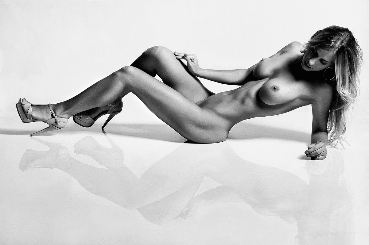 Reclining nude art photography share