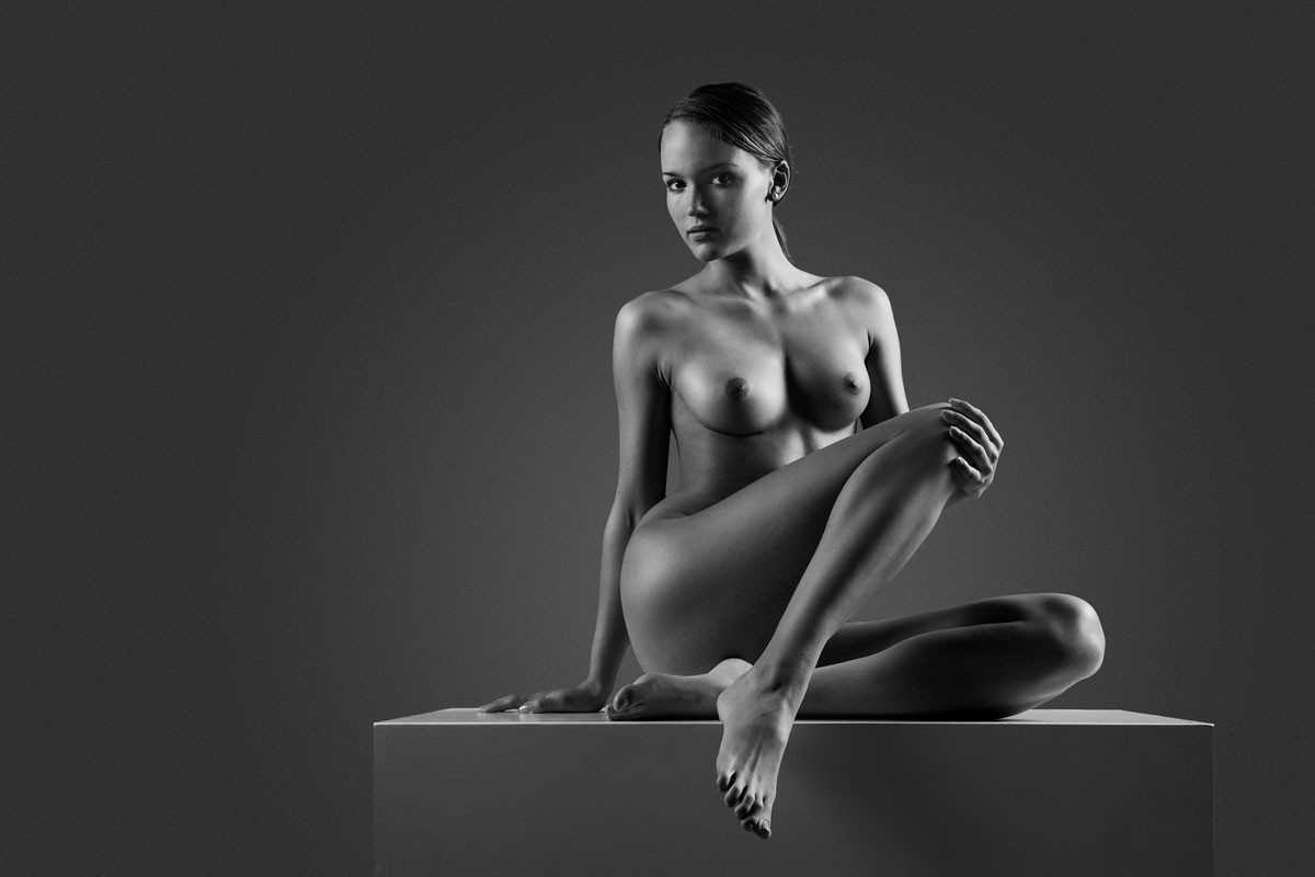White females nude 5