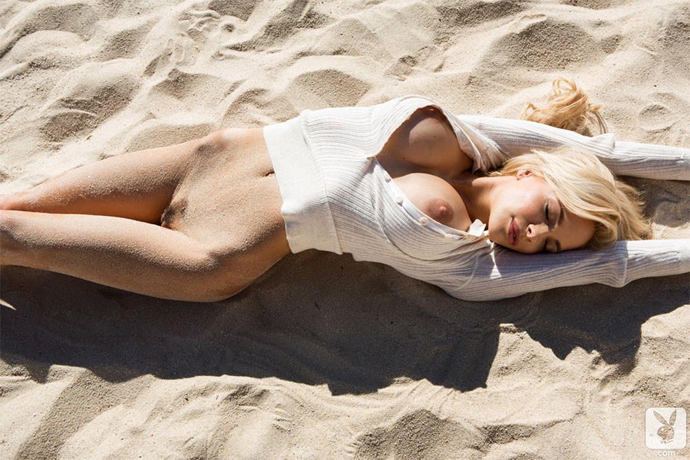 Playboy Cybergirl Dani Mathers Nude 06