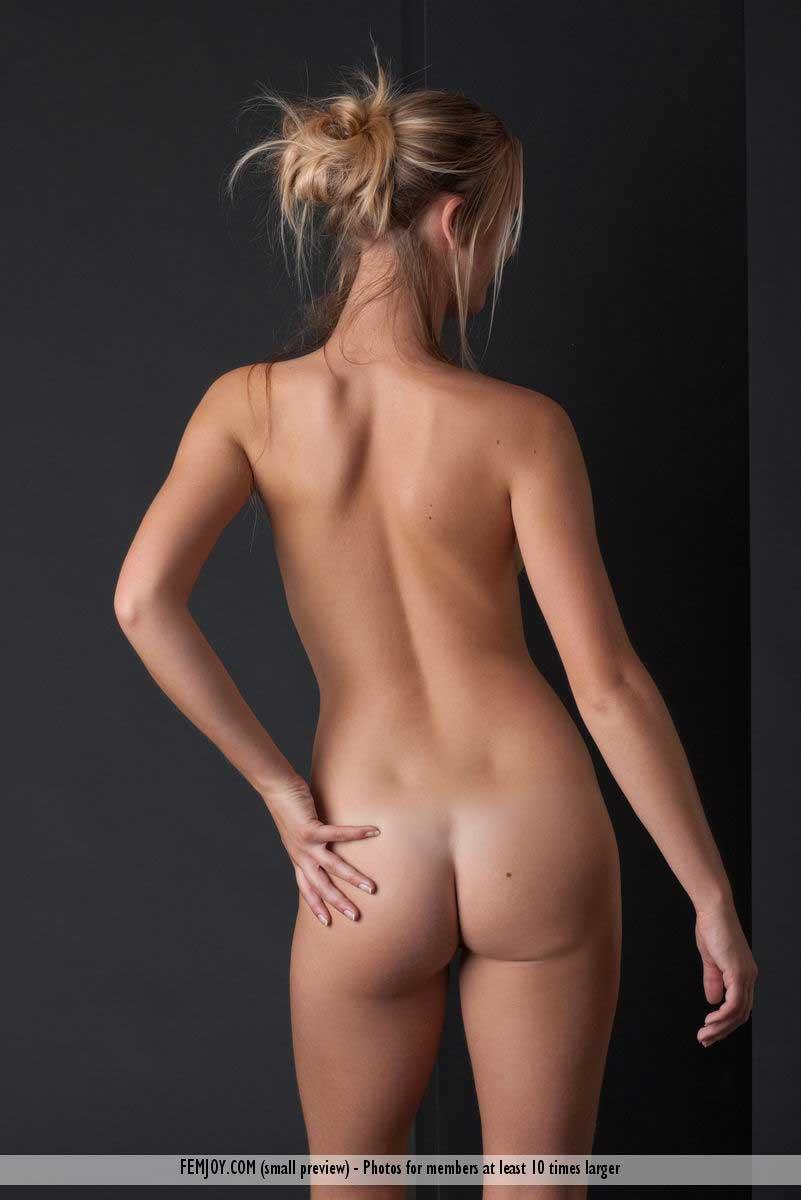 femjoy-pure-nudes-carisha-02