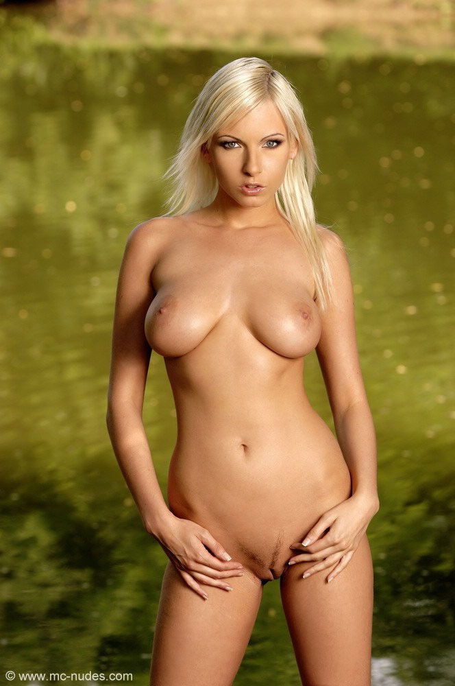 MC Nudes Alexa Pictures 02
