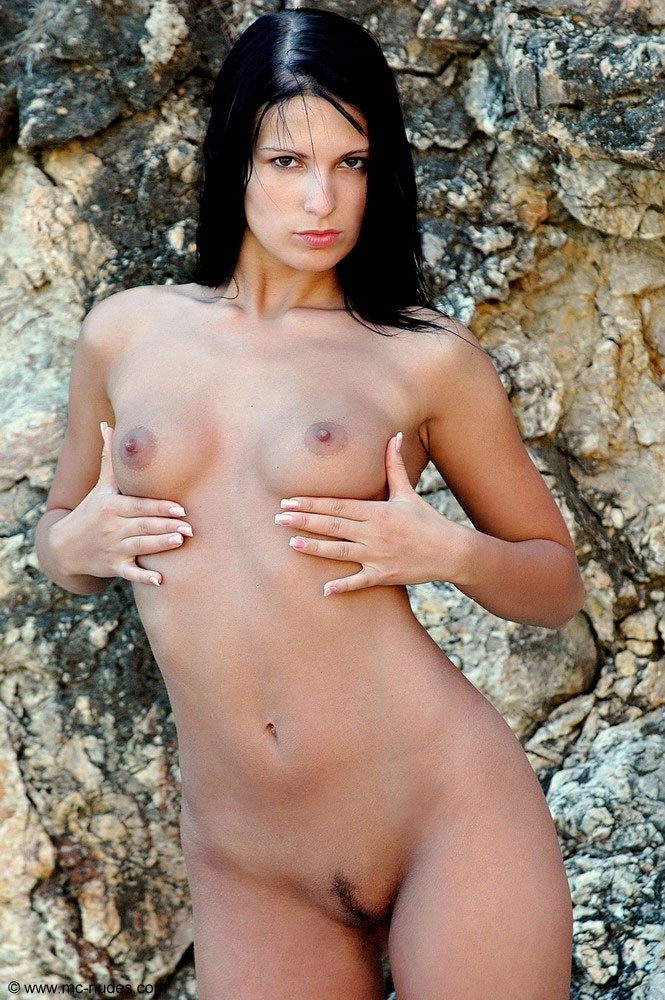 MC Nudes Model Pavlina 01