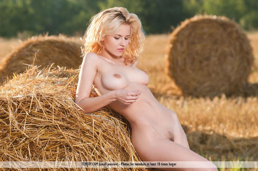 femjoy-pure-nudes-erin-k-gallery-01