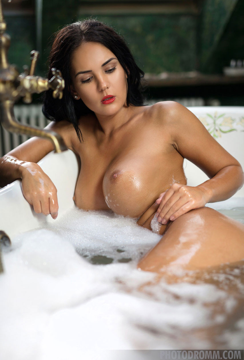 Amazing black nude babes
